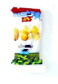 Big junk potato, busta di patatine/poliuretano e lego, 45x30x30