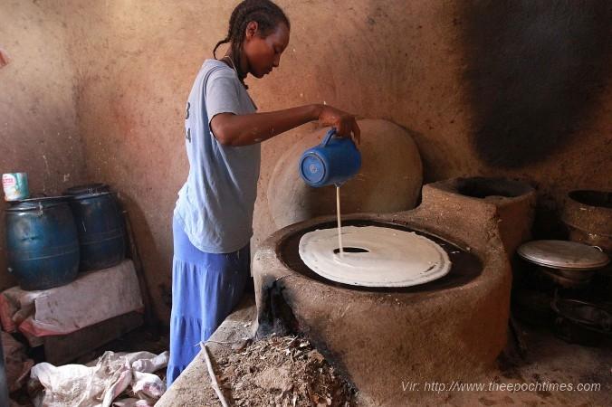 etijopsko dekle peče injero