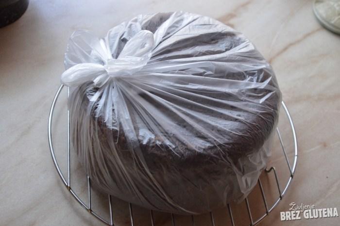 kruh iz rdeče kvinoje z drožmi 1