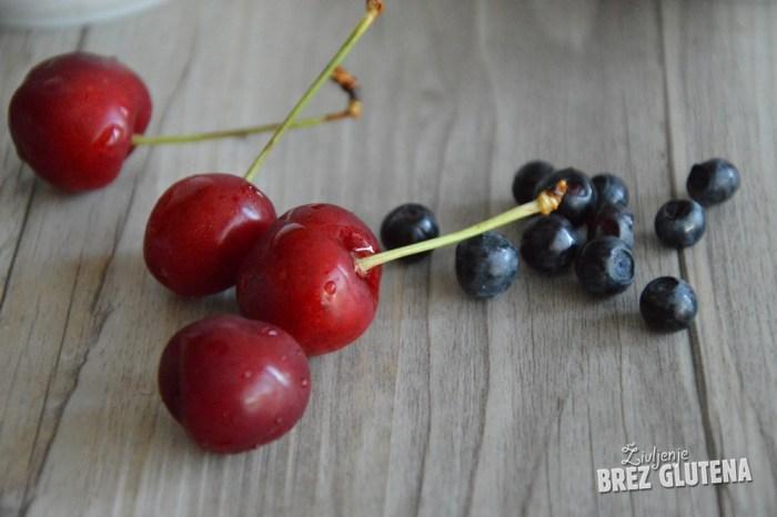 2 češnjev in borovničev sladoled