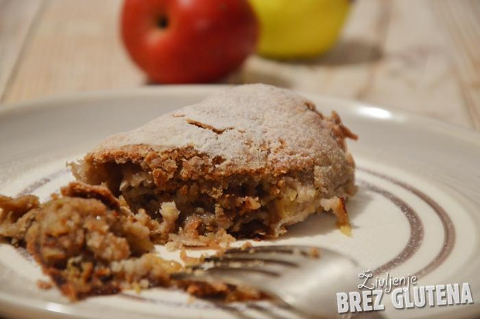 Jabolčni zavitek brez glutena, jajc in mleka, iz ajdovega listnatega testa