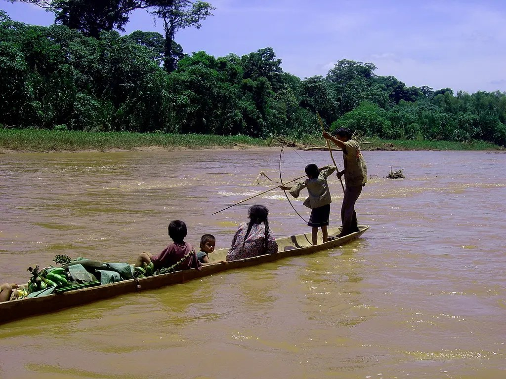Tsimane family out fishing. Credit: RNW.org, Flickr.