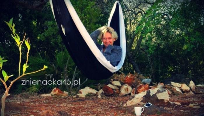 Leżę w hamaku pod magicznym  drzewem oliwnym