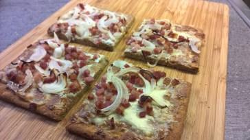 Pizzaboden als Grundlage für Flammkuchen