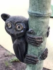 """Del av skulpturgruppen """"Under ett träd"""" Konsten i centrum Täby"""