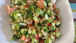 rauwe broccolisalade zogezond gewichtsconsulente