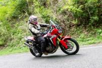 Slip-On HEPTA FORCE サイクロン EXPORT SPECは同社のスポーツバイクでも実績のあるサイレンサーを使用している