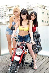 仮面女子とバイク 神谷えりな 上下碧 桜雪