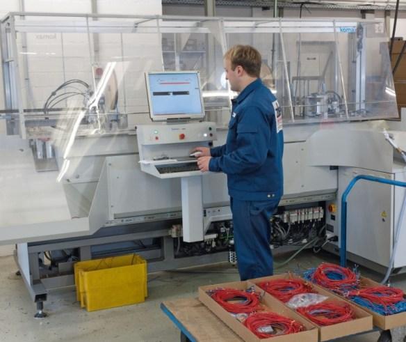 Individuelle Aderkonfektionierung mit Hilfe unserer Komax Maschine