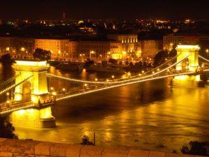 Ponts des Chaînes illuminés, Budapest