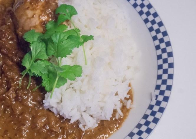 kippenbout met pindasaus en rijst