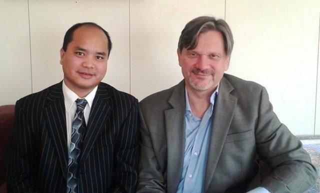 Nehginpao Kipgen India aom UNHCR ah Chief of Mission Dominik Bartsch