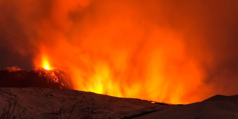 """Mount Etna Volcano"" meimual puakkham in ageinai aom mi 10 liam ~ ZD"