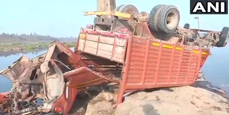 India ah mopawi siimdingin apai Truck mawtawpi khat tuahsia in mi 21 si, 21 liam