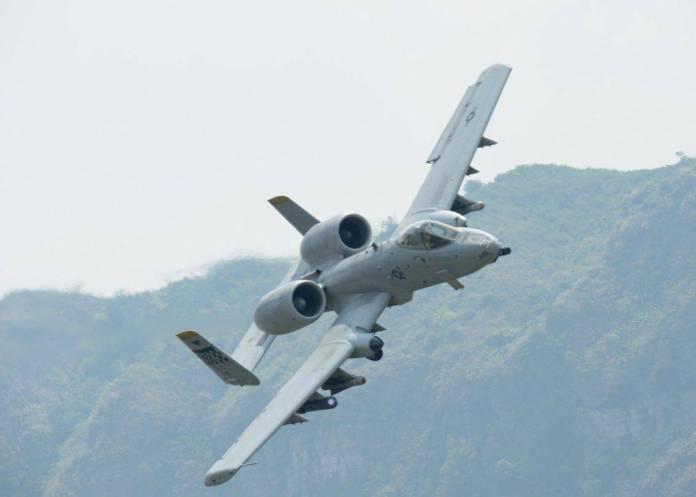 Un A-10 Thunderbolt II de la USAF, originalmente diseñado para contrarrestar los blindados soviéticos en el campo de batalla europeo durante la Guerra Fría.