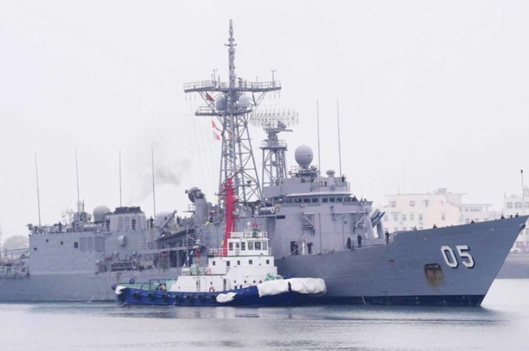 Armada de Chile recibe dos buques de guerra australianos