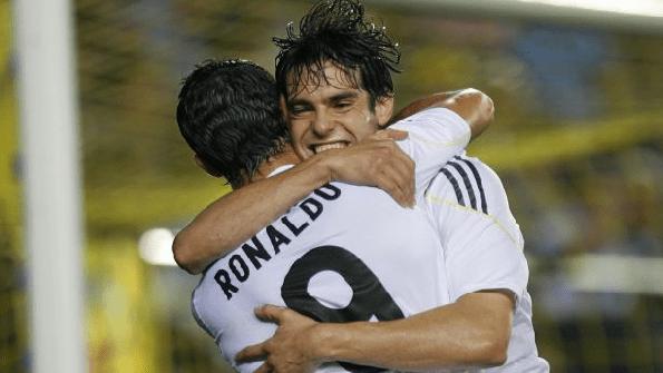 Kaká celebra su gol