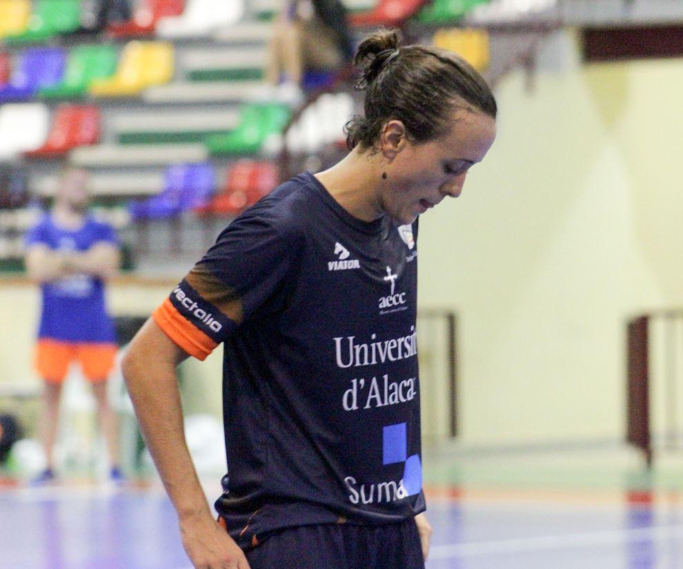 """Carmen García (Jugadora de UA): """"Somos un grupo joven y con una fuerza tremenda, con capacidad para plantar cara a cualquier equipo. Queda todavía mucha guerra que dar hasta el final de esta liga."""""""