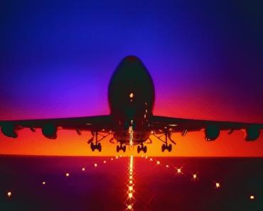 Hombre alega haber hackeado un avión en pleno vuelo