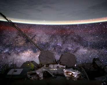 La Tierra y la Vía Láctea desde el espacio