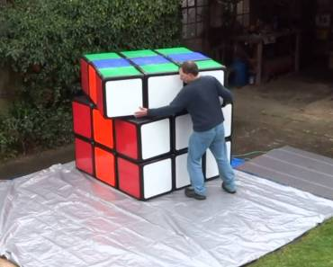 ¿Te atreves a resolver este cubo de Rubik de 100 Kg?