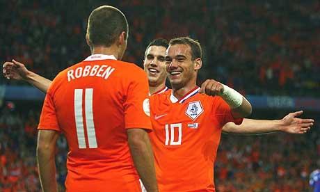 https://i1.wp.com/www.zonalmarking.net/wp-content/uploads/2010/03/sneijder_robben_van_persia.jpg