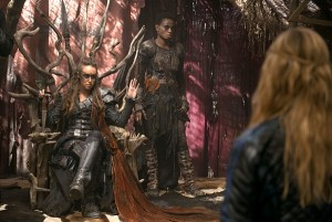 "The 100 -- ""Long Into an Abyss"" -- Image: HU207b_0034 -- Pictured (L-R): Alycia Debnam-Carey as Lexa and Adina Porter as Indra -- Photo: Cate Cameron/The CW -- © 2014 The CW Network, LLC. All Rights Reserved"