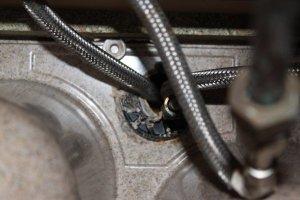 Vue de l'écrou qui maintient le mitigeur sous l'évier