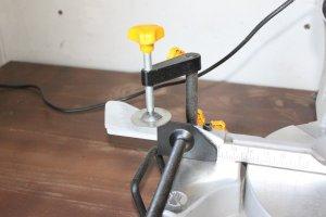 Pressoirs horizontal et vertical de la scie à onglet
