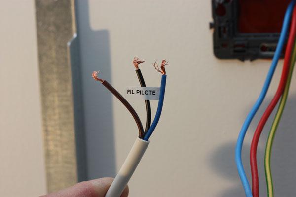 Tuto installation d 39 un radiateur lectrique acova - Fil electrique marron ...