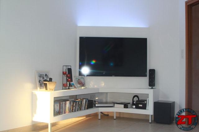 fixer tv au mur placo great une fois la tv pose au mur voila le rsultat with fixer tv au mur. Black Bedroom Furniture Sets. Home Design Ideas
