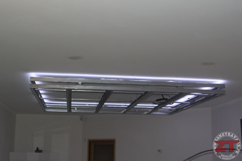 Brico cr ation d un faux plafond avec ruban led et spots for Installer ruban led plafond