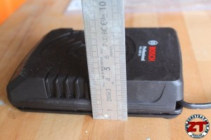 Integrer chargeur batterie dans etabli