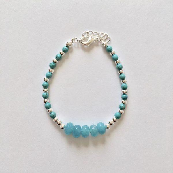 Armband met blauwe natuursteen en kralen zilver