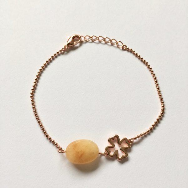 Armband met licht gele jade en klavertje vier