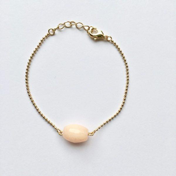 Armband met natuursteen zalmroze ovaal goud