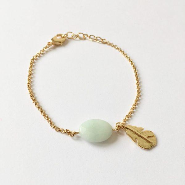Armband met veer bedel en amazoniet goud
