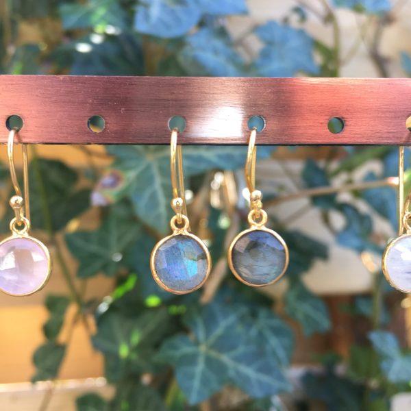 Fijne edelsteen oorbellen rond labradoriet 925 zilver verguld goud