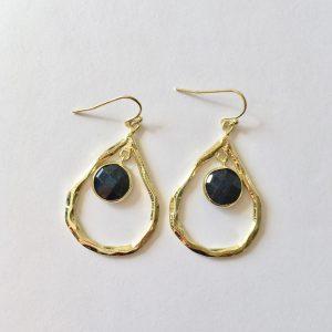 Grote oorbellen met lapis lazuli bedel goud