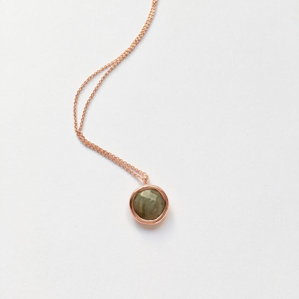 Ketting met hanger labradoriet rose goud edelsten ketting kort