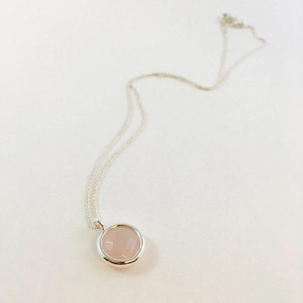 Ketting met hanger rozenkwarts verzilverd zilverkleurig