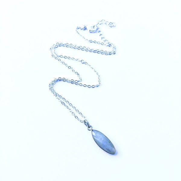 Korte ketting met hanger maansteen zilver 925