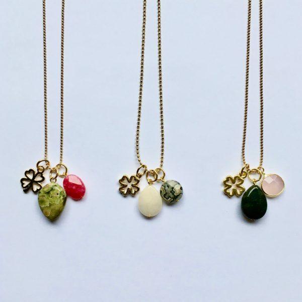 Lange edelsteen ketting met 2 natuursteen bedels en klavertje vier goud lange kettngen edelsteen kettingen