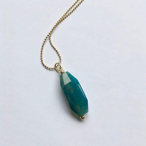 Lange edelsteen ketting met blauw groene natuursteen goud