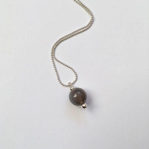 Lange ketting met edelsteen grijze natuursteen zilver