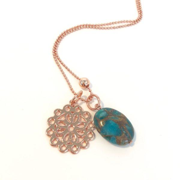 Lange ketting met edelsteen jade bloem rose goudkleurig