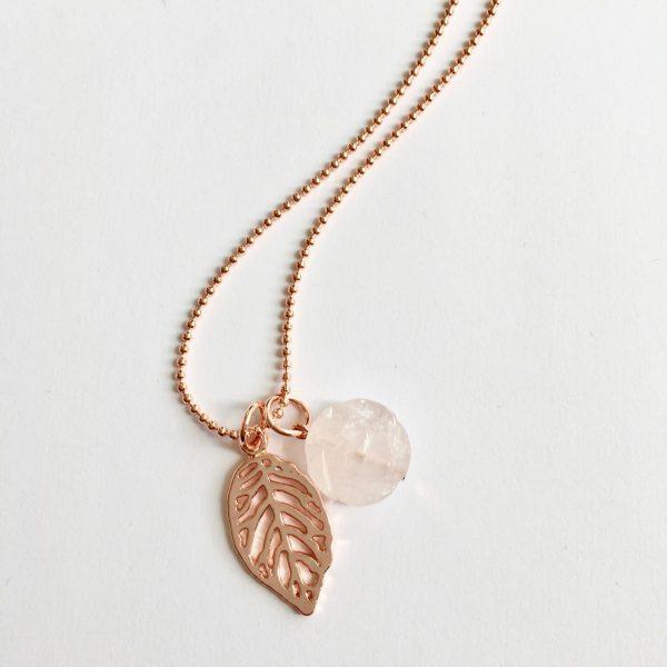 Lange ketting met edelsteen rozenkwarts bloem blad rose goud