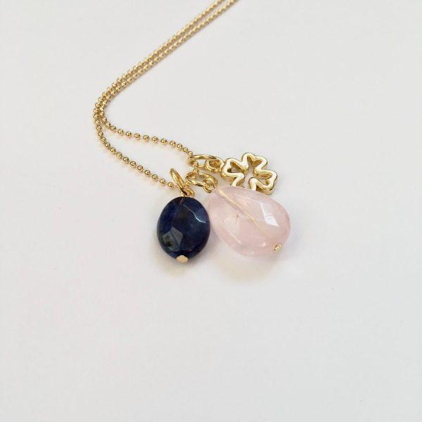 Lange ketting met edelsteen rozenkwarts lapis lazuli klavertje vier goudkleurig