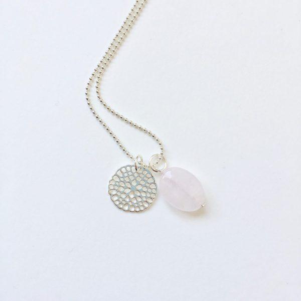 Lange ketting met edelsteen rozenkwarts ovaal bloem zilver