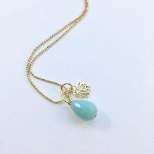 Lange ketting met jade en lotus goud